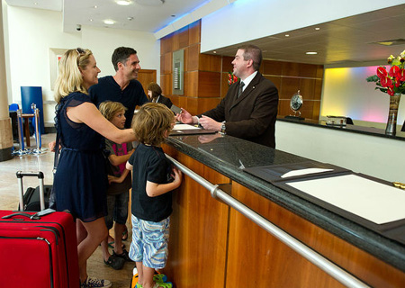 Du lịch gia đình – 8 lời khuyên khi đặt phòng khách sạn