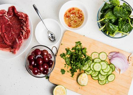 Salad thịt bò kiểu Thái lạ miệng, thơm ngon, hấp dẫn