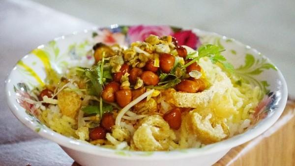 Cứ đi du lịch đến Huế là phải thưởng thức đủ 9 món ăn này