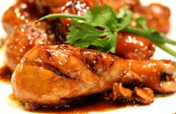 [Ẩm thực cuối tuần] Đùi gà om nước dừa thơm ngon, đậm đà hương vị