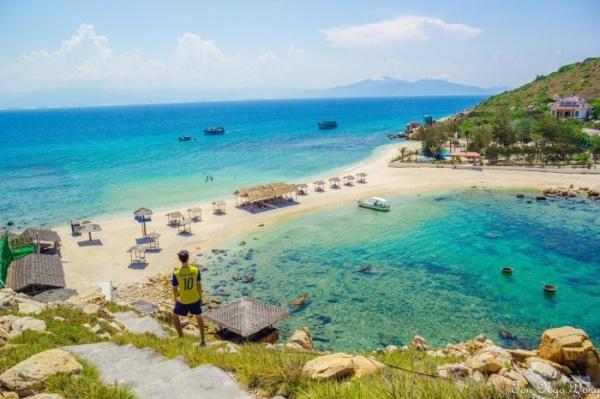 Thả mình ở bãi tắm đôi duy nhất Việt Nam tại Đảo Yến Nha Trang