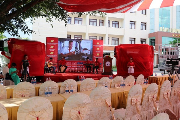 Lễ giới thiệu dòng xe tải Hino chuẩn Euro-4 tại Khách sạn Hàm Luông
